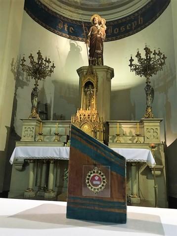 detalle altar con relicario